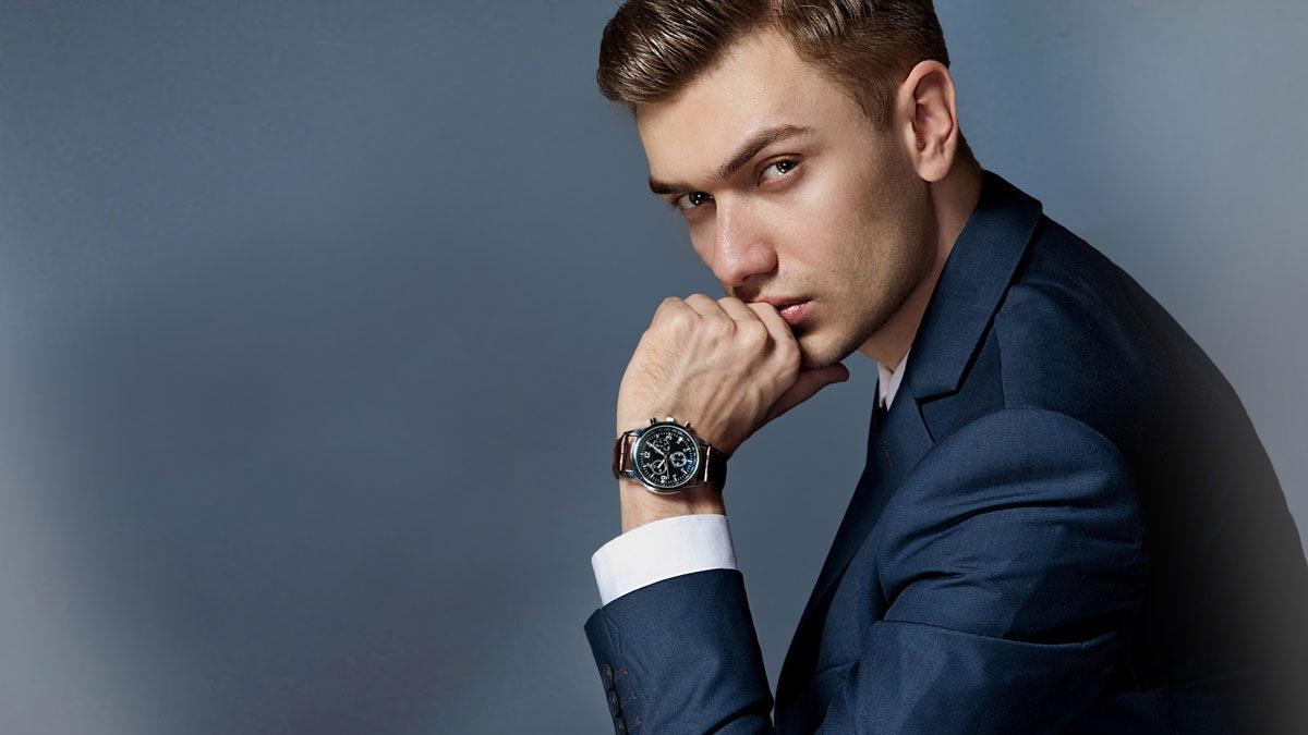 Saber llevar un reloj de hombre con elegancia en cada momento